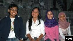 Empat mahasiswa dari Universitas Gajah Mada Yogyakarta yang mengikuti program pertukaran Pluralitas Agama dan Demokrasi tahun lalu.