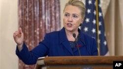 美國國務卿克林頓11月29日在華盛頓舉行的總統愛滋病緊急救援計劃記者會上發表演講