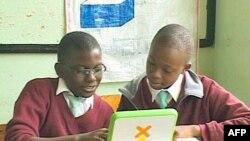 """Tổ chức """"Một laptop dành cho mỗi em"""" được thành lập 4 năm trước tại Hoa Kỳ"""
