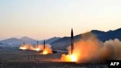 朝鲜试射导弹(资料照片)