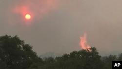 Arizona Sonoita မွာ ျပင္းထန္တဲ့အပူလိႈင္းေၾကာင့္ေတာမီးေလာင္ကၽြမ္းမႈျဖစ္ ( ဇြန္ ၂၀-၂၀၁၇)