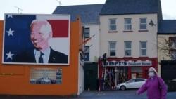 Портрет Джо Байдена у містечку Баллена на заході Ірландії, звідки походить частина його ірландських предків. 28 жовтня 2020 р.