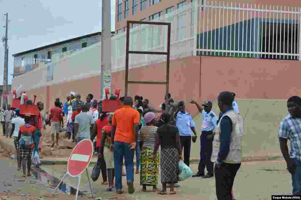 Entrada do Tribunal Provincial de Luanda - Benfica