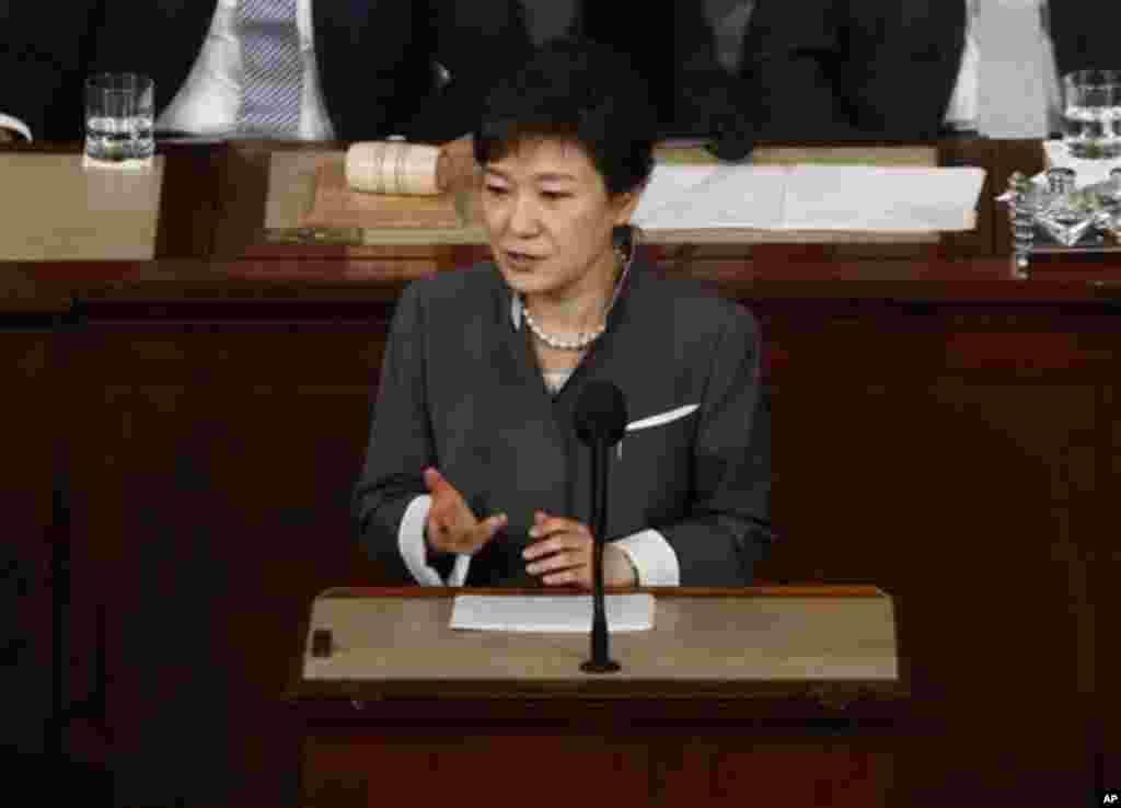 박근혜 한국 대통령이 8일 오전 미 의회에서 열린 상하원 합동회의에서 연설하고 있다.