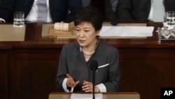 Tổng thống Hàn Quốc Park Geun-Hye bị Bắc Triều Tiên nói là 'một người điên để đối đầu'