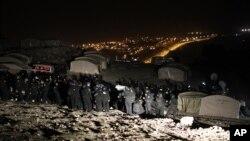 Cảnh sát Israel đuổi người Palestine ra khỏi khu vực E-1 gần Jerusalem, ngày 13/1/2013.