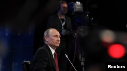 Russia's President Vladimir Putin attends a session of the St. Petersburg International Economic Forum 2014 (SPIEF 2014) in St. Petersburg May 23, 2014.