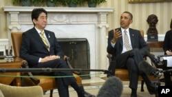 Presiden Barack Obama bertemu dengan PM Jepang Shinzo Abe di Kantor Oval, Gedung Putih, Jumat 22 Februari 2013. (AP Photo/Charles Dharapak)