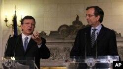 지난 26일 아테네서 호세 바로소 유럽연합 집행위원회 위원장(왼쪽)과 공동 기자회견을 가진 안토니스 사마라스 그리스 총리.