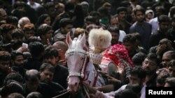 لاہور میں ذوالجناح کا جلوس