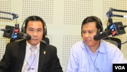 Um Sam An, a lawmaker from the opposition CNRP Party​ (left) and VOA Khmer radio host Sok Khemara in Phnom Penh studio, as Sean Pengse, President of French-based Cambodia's Border Committee (not pictured) joins 'Hello VOA' via phone. (Lim Sothy/VOA Khmer)