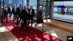 وزیر خارجه آمریکا روز دوشنبه سفر به مسکو را برای حضور در بروکسل تغییر داد.