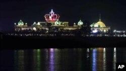 ບ່ອນກາສິໂນ King Roman Casino ທີ່ທີ່ຕັ້ງຢູ່ເຂດເສດຖະກິດພິເສດສາມຫລ່ຽມຄໍາ ທີ່ເປັນບ່ອນກາສິໂນ ຂະໜາດໃຫຍ່ໃນລາວ ທີ່ໄດ້ມາດຕະຖານສາກົນ .