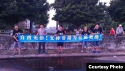 南方街头运动人士谢文飞、王默、孙立勇等人去年10月声援香港占中(博讯图片)