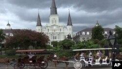 图为路易斯安那州新奥尔良市的杰克逊广场一角