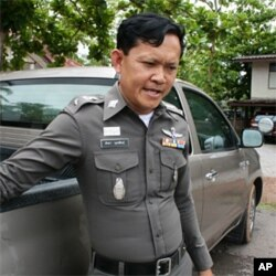 Red shirt police officer Sakda Muthasin outside the Ban Pheu police stattion, 17 May 2010