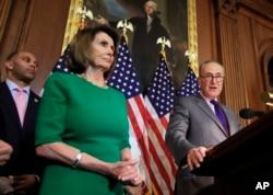 Senate Democratic Leader Chuck Schumer, right, with House Minority Leader Nancy Pelosi and Congressman Hakeem Jeffries, at the U.S. Capitol.