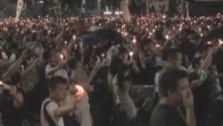 香港十多万市民冒雨悼念六四