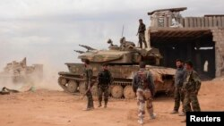 Pasukan yang setia kepada Presiden Bashar al-Assad siaga di kota Aleppo (foto: dok).