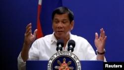 Tổng thống Rodrigo Duterte phát biểu với cộng đồng người Philippines trong chuyến thăm chính thức Malaysia, ngày 9 tháng 11 năm 2016.