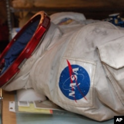 All suits which have returned from space, more than 200 of them, belong to the Smithsonian Institution's Air and Space Museum.