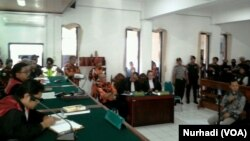 Suasana sidang kasus persekusi di PN Bantul, DI Yogyakarta, 6 Maret 2018. (Foto: VOA/Nurhadi)