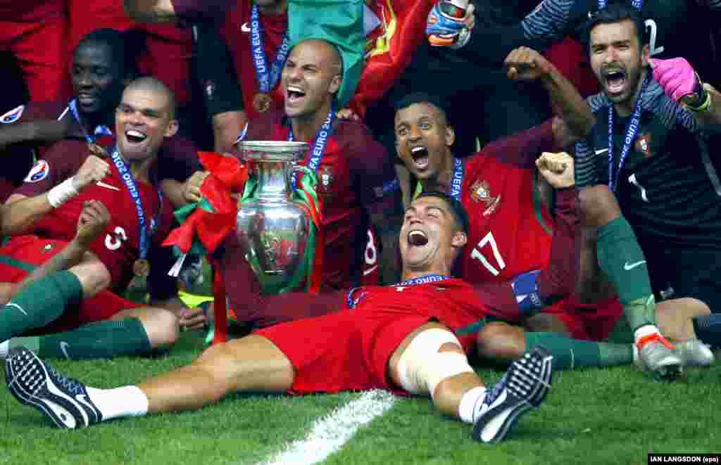 A festa da selecção portuguesa no Estádio de França em Saint-Denis. Portugal ganhou por 1-0 à França. Em destaque na foto da esquerda para a direita Eder,Pepe, Quaresma, Ronaldo,Nani, Patricio UEFA EURO 2016