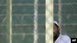 被关押在关塔那摩军事监狱的囚犯(资料照片)