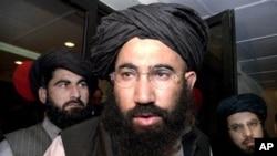 پاکستان میں افغانستان کے سابق سفیر ملا عبدالسلام ضعیف بھی اس فہرست میں شامل تھے۔ فائل