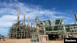 Perusahaan Pengolahan Minyak dan Gas Ras Lanuf di Ras Lanuf, Libya, 19 Oktober 2019. (Foto: dok).