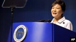 ທ່ານນາງ Park Geun-hye ປະທານາທິບໍດີເກົາຫລີໃຕ້ ກ່າວຄໍາປາໄສ ໃນໂອກາດສະຫລອງຄົບຮອບ 68 ປີ ວັນເອກະລາດ ຂອງເກົາຫລີ ຈາກການເປັນຫົວເມືອງຂຶ້ນ ຂອງຍີ່ປຸ່ນ ແຕ່ປີ 1910-45 ໃນວັນທີ 15 ສິງຫາ 2013.