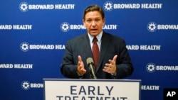 Thống đốc bang Florida Ron DeSantis phát biểu trong một cuộc họp báo ngày 16 tháng 9, 2021 tại Trung tâm Y tế Broward ở Fort Lauderdale, Florida.