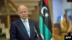 Bộ trưởng Ngoại giao Anh William Hague trong một cuộc họp báo tại Benghazi, thành trì của phe đối lập Libya, ngày 4/5/2011