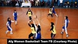 L'équipe féminine afghane de basketball en action