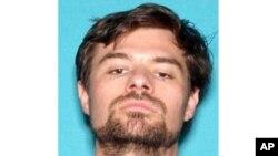 En esta foto del 2017 del Departamento de Vehículos Motores de California aparece Ian David Long, acusado de asesinar a varias personas en un bar en el sur de California antes de quitarse la vida el 7 de noviembre del 2017