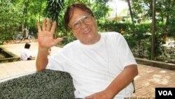 Hình do nhà văn Nhật Tiến cung cấp cho Ngô Thế Vinh, chụp tháng 8.2015 hai tháng trước ngày Nhật Tuấn mất.