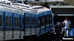 Kereta yang menabrak penahan di stasiun kereta Buenos Aires, 2012. (Foto: Dok)