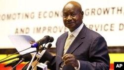 Presiden Uganda, Yoweri Museveni meminta masyarakat mengurangi kontak fisik untuk mencegah meluasnya wabah Ebola (foto: dok).