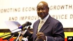Presiden Uganda Yoweri Museveni (foto: dok). Polisi memblokade kantor harian di Uganda setelah berita soal dugaan rencana Presiden Museveni untuk menjadikan puteranya sebagai penggantinya.