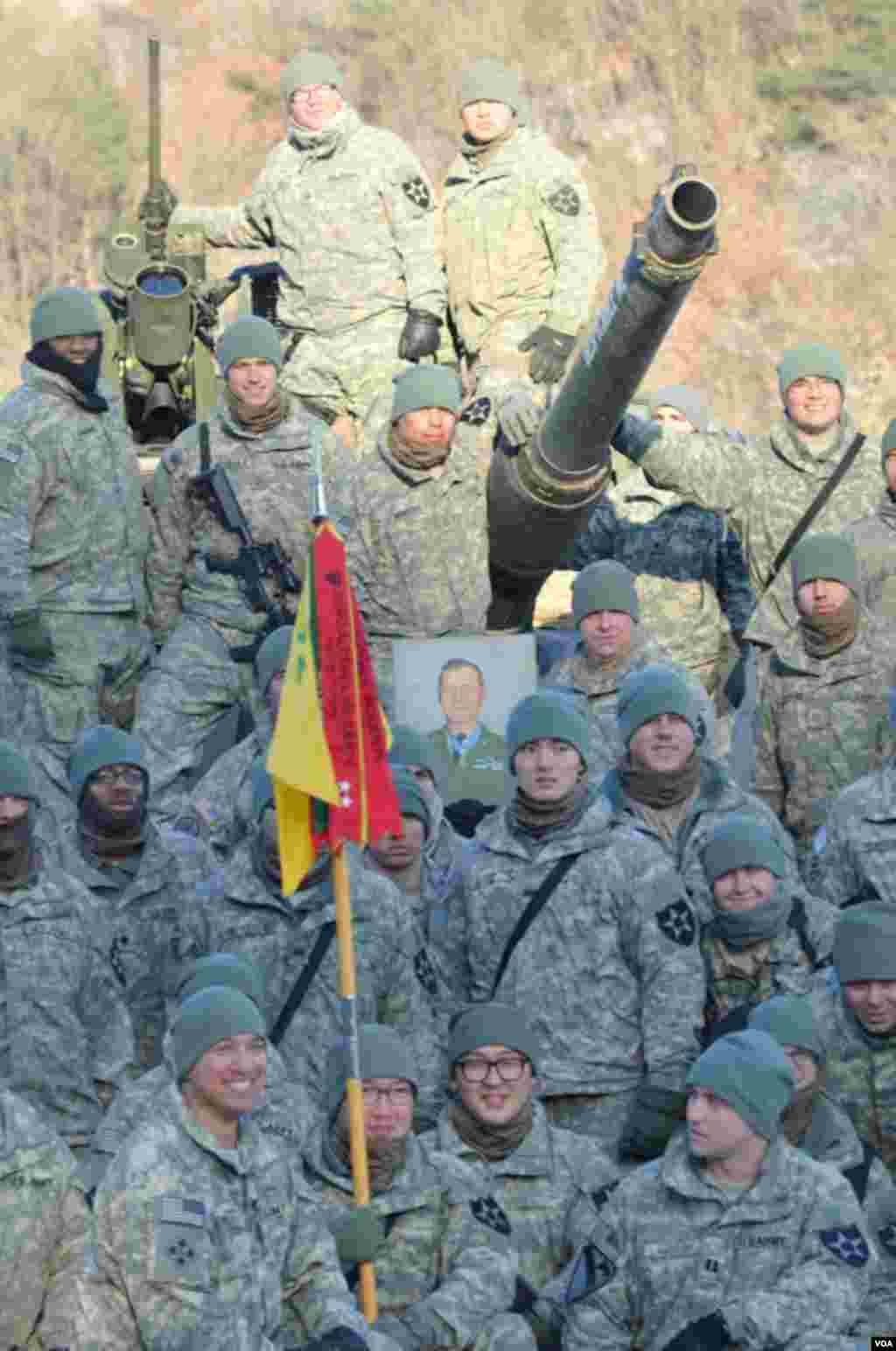 駐韓國抱川的美國陸軍第二步兵師包括韓國軍隊成員,這些韓國軍人和美國軍人同吃同住同訓練。(美國之音赫爾曼拍攝)
