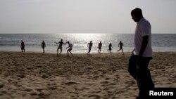 Sur une plage de Freetown, en Sierra Leone, le 31 octobre 2010.