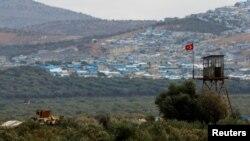 터키군 장갑차가 시리아 이들리브주 접경지대에서 이동하고 있다. (자료사진)