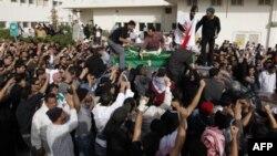 Ðám tang Fadel al-Matrook, người biểu tình thứ nhì bị cảnh sát bắn chết hôm thứ Ba