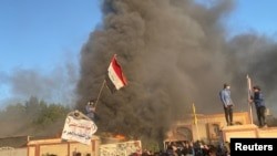 گزشتہ برس کے آخری تین ماہ کے دوران مظاہرین اور سیکیورٹی فورسز کے درمیان مختلف مقامات پر جھڑپوں کے دوران لگ بھگ 500 افراد ہلاک ہو گئے تھے۔ (فائل فوٹو)
