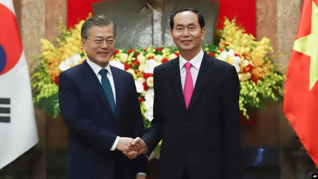 Ông Moon Jae-in trong cuộc gặp với Chủ tịch Việt Nam Trần Đại Quang hôm 23/3.