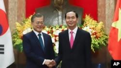 Ông Trần Đại Quang và Tổng thống Hàn Quốc Moon Jae-in hôm 23/3.