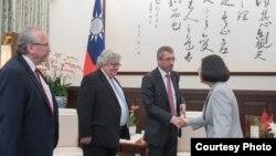 台湾总统蔡英文会见欧洲议会议员访问团(台湾总统府资料照)