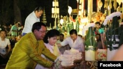 Prime Minister Hun Sen, along with his family and government officials celebrates traditional Khmer New Year with local Cambodians at Angkor Wat area, Siem Reap province, between April 13-15, 2016. (Courtesy Photo of Prime Minister's Facebook page)