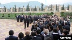 Prezident İlham Əliyev Şəki rayonunda Qarabağ köçkünləri qarşısında çıxış edir