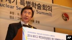 12일 서울에서 열린 '헤이그 핵안보정상회의 계기 특별학술회의'에서 윤병세 한국 외교부 장관이 기조연설을 하고 있다.
